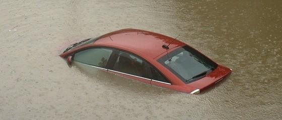 coche-inundado-para-desguace